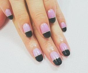 Cenbless シンプルだけどオシャレな黒×ピンクのバイカラーネイル♪