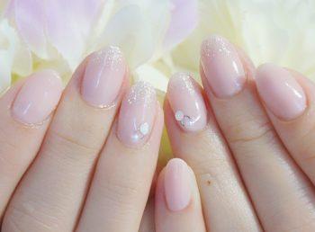Cenbless 成増フェイシャル&ネイルサロン 微細ラメが指先を美しく魅せる☆シアーピンクのオフィスネイル