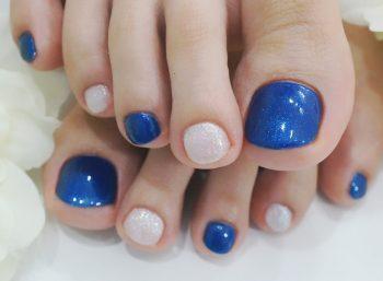 Cenbless 成増フェイシャル&ネイルサロン 鮮やかブルー×爽やかホワイト☆夏のフットジェルネイル