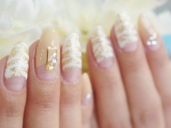 Cenbless 成増フェイシャル&ネイルサロン ゴールド×キャメルカラーの逆フレンチに爽やかな白ゼブラ柄のアニマルネイル