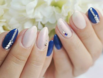 Cenbless 成増フェイシャル&ネイルサロン 鮮やか濃色ブルーのシンプルゴージャスネイル