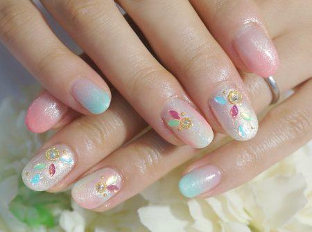 Cenbless 成増フェイシャル&ネイルサロン ネイルブックマガジン掲載デザイン!オーロラリーフホロが可愛い虹色梅雨ネイル