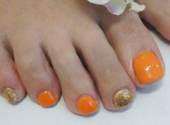 Cenbless 成増フェイシャル&ネイルサロン 夏の素肌に似合う元気なオレンジ&ゴールドフットネイル