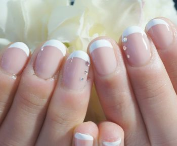 Cenbless 成増フェイシャル&ネイルサロン ヌードベージュベースに真っ白な王道フレンチネイル