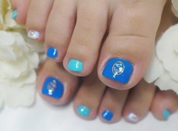 Cenbless 成増フェイシャル&ネイルサロン 海のイメージの鮮やかブルー&ターコイズブルー!夏色フットジェルネイル