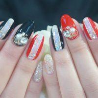 Cenbless 成増フェイシャル&ネイルサロン 新年の指先をゴージャスに飾る黒×赤×ビジューネイル