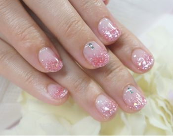 Cenbless 成増フェイシャル&ネイルサロン チビ爪さんでも可愛いピンクのラメグラデーションネイル