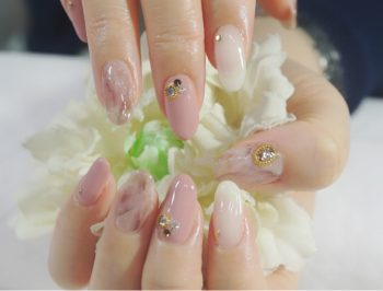 Cenbless 成増フェイシャル&ネイルサロン ベイクドピンクの天然石風ニュアンスアートネイル