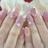 Cenbless 成増フェイシャル&ネイルサロン お気に入りデザインを別カラーで!ピンク&ハートのキラキラネイル